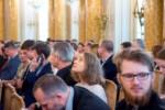 Od lewej: K. Dąbek, A. Myszkowiak, G. Tomczyk, E. Małecki siedzą na widowni w Sali Balowej. Kliknięcie spowoduje wyświetlenie powiększonego zdjęcia.