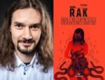 Radosław Rak i okładka jego nagrodzonej książki. Kliknięcie w miniaturkę obrazka spowoduje wyświetlenie powiększonego zdjęcia.