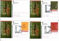 Karta pocztowa. Grafika: 1. czerwony krzyż na tle pnia drzewa, obrazek w kolorach głównie zielonym i brązowym; postacie strzelca i żołnierza. Kliknięcie w miniaturkę obrazka spowoduje wyświetlenie powiększonego zdjęcia.
