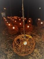 """Wystawa pt. """"Shrine"""", instalacja artystyczna w muzeum na Majdanku. Kliknięcie w miniaturkę obrazka spowoduje wyświetlenie powiększonego zdjęcia."""